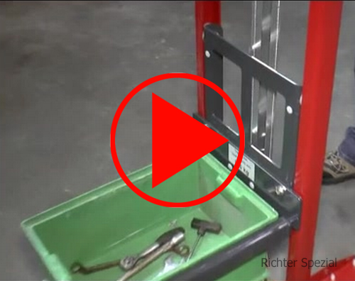 Video, technische Detailaufnahmen des Materialhebers mit Lastgabelaufsatz