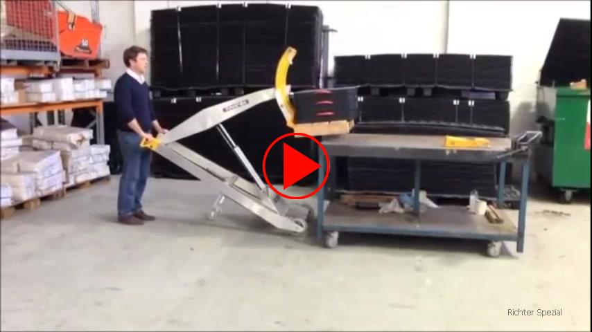 Anwendungsvideo für die 800 mm langen Lastgabeln mittels derer elektrisch bis 120 kg gehoben werden