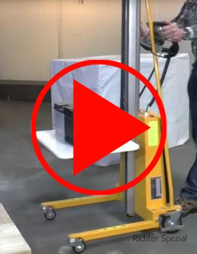 Video mit Details des Elektrolifters, z.B. kabelgestützte Fernbedienung (dargestellter Minilifter mit 150kg Tragkraft bei 1500mm Hub).