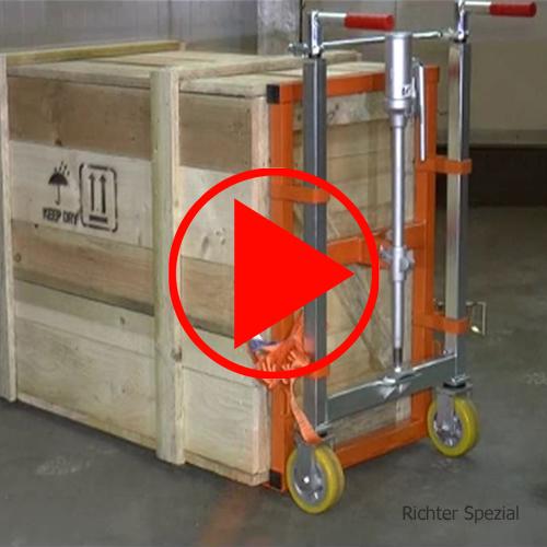 Video des Hubrollers mit Hebevorgang per Hydraulik (auf bis 250mm), Absenken per Ablassschraube, Lenkung mit gekoppelten Lenkstangen - dadurch ist ein eng bemessenes Verfahren möglich